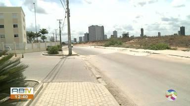 Motoristas reclamam de buracos na Avenida Brasil em Caruaru - undefined