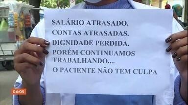 Dois grandes hospitais municipais do Rio estão atrasando os salários dos funcionários - O reflexo é visto na rotina dos profissionais e no atendimenro aos pacientes.