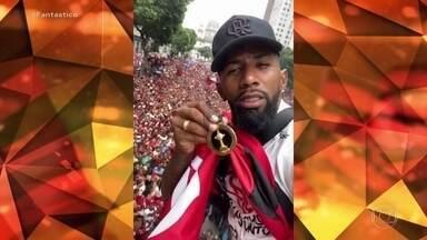 Jogadores do Flamengo mostram festa com torcida no Rio em redes sociais - Como foi a viagem de volta ao Brasil? E a farra em cima do trio elétrico? Os celulares dos jogadores registraram essas cenas preciosas.