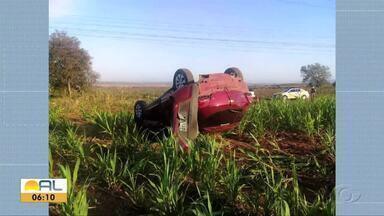 Veículo capota na madrugada do domingo na AL-115 - Acidente resultou apenas em danos materiais.