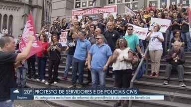 Policiais civis realizam protesto contra a Reforma da Previdência e a perda de benefícios - Manifestação aconteceu na Avenida São Francisco, em Santos.