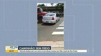 Em São José do Rio Preto, caminhão atinge carro em avenida - Antes, ele já tinha atingido duas motos. Apenas uma adolescente se machucou levemente.