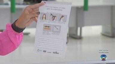 Unidades do Poupatempo distribuem kits para quem quer doar cabelo - As unidades do Poupatempo de todo o estado começaram a distribuir kits para quem quer doar cabelo. As mechas são destinadas para pacientes em tratamento contra o câncer.