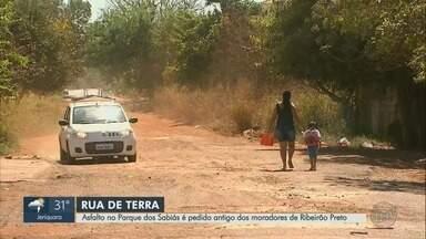 Moradores reclamam de rua sem asfalto no Parque dos Sabiás em Ribeirão Preto - Pais e alunos de creche são os principais prejudicados.