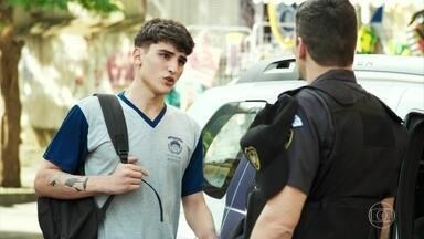 Tatoo diz a Marco que Cléber está agredindo Anjinha - Marco fica chocado com a acusação