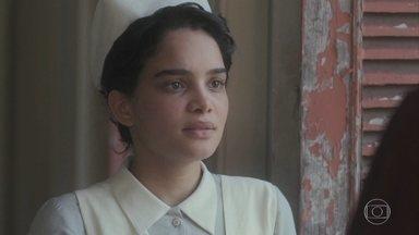 Inês diz a Shirley que não acredita no amor porque Afonso e Carlos a esqueceram - Shirley se sente culpada pelo estado da filha