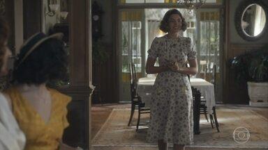 Lili confronta Soraia na casa de Julinho - Ela dá um jeito de derrubar na rival o café que Lola estava servindo