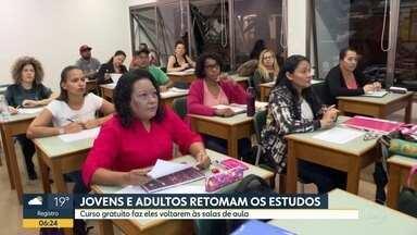 Cursos gratuitos colocam jovens e adultos de volta às salas de aula - Governo do Estado oferece oportunidades pelo programa Novotec Expresso.