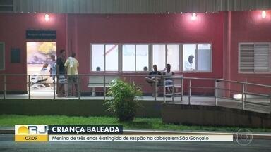 Criança de 3 anos leva tiro de raspão na cabeça, em São Gonçalo - Uma menina de três anos está internada em um hospital de São Gonçalo. Ela foi baleada de raspão na cabela na tarde desta quinta (28). Um bandido passou atirando e acabou atingindo a criança.
