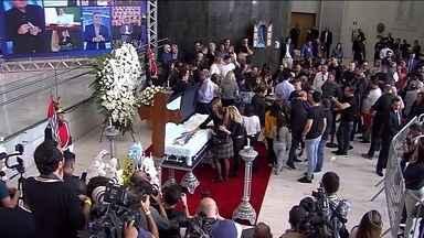 Velório do apresentador Gugu Liberato vai até as 10h; sepultamento ocorre nesta sexta (29) - Corpo do apresentador deixará a Assembleia Legislativa e seguirá para o Cemitério Gethsêmani, no Morumbi, na Zona Sul da cidade. A pedido da família, o enterro também será aberto ao público.
