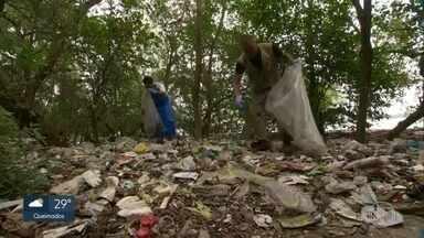 Comlurb e UFRJ fazem análise do lixo que o mar leva para a Ilha do Fundão - Com a quantidade de lixo que o mar carrega, lugar que poderia ser paradisíaco fica coberto por lixo doméstico.