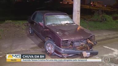 Chuva forte causa alagamentos em Belo Horizonte - Um homem chegou a ser arrastado pela enxurrada.