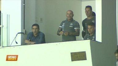 Santos 2 x 0 Chapecoense: Sampaoli vê a vitória de longe, e jogadores reclamam da diretoria - Santos 2 x 0 Chapecoense: Sampaoli vê a vitória de longe, e jogadores reclamam da diretoria