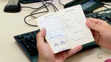 Carteira de trabalho passa a ser emitida digitalmente - Municípios estão se adequando à mudança.