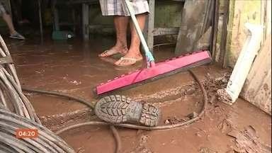 Temporal inunda ruas de Belo Horizonte (MG) - Moradores ainda se recuperavam dos transtornos causados pelas chuvas de domingo, quando foram surpreendidos pela forte chuva.
