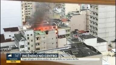 Prédio pega fogo no Centro - Ninguém ficou ferido.
