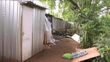 Duas crianças morrem após incêndio atingir barraco na Zona Sul de São Paulo - A principal suspeita é que o fogo tenha começado enquanto a mãe delas cozinhava no barraco onde a família morava. Os pais estão internados no Hospital das Clínicas de São Paulo.
