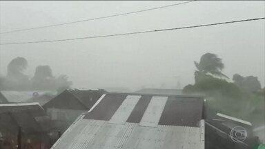 Tufão nas Filipinas obriga a retirada de 200 mil pessoas - Kamuri atingiu região central das Filipinas com ventos de 155km/h e segue na direção da capital Manila.