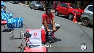 'Não dispute, compartilhe a rua' é tema de campanha no trânsito de Araxá - Ação é realizada pelo Instituto Movart em parceria com a Assessoria Municipal de Trânsito e Transportes.