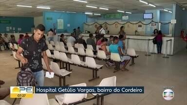 Pacientes denunciam falta de atendimento e orientação no Hospital Getúlio Vargas - Parte da unidade de saúde, no Recife, permanece interditada.