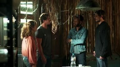 Os bandidos mandam Rui e Rita saírem do cativeiro - Rita se desespera e implora por sua vida aos sequestradores