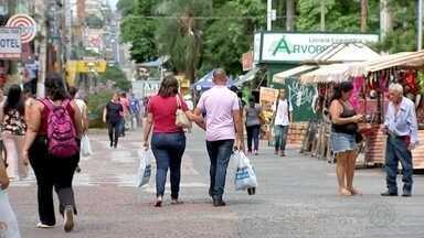 Comemorações de fim de ano e compra de presentes movimentam comércio em Rio Preto - As comemorações de fim de ano e as compras de presentes estão movimentando o comércio em São José do Rio Preto (SP).