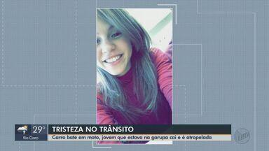 Jovem de 20 anos morre após cair de moto e ser atropelada por ônibus em São Carlos - Vítima estava na garupa e caiu quando um carro teria cortado a frente do motociclista. Ônibus que estava atrás não conseguiu frear, atingindo-a.
