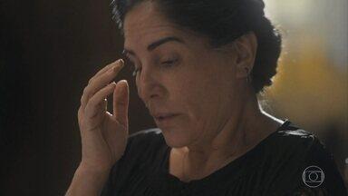 Lola se preocupa com a situação financeira da família - Os filhos falam em deixar os estudos para trabalhar, mas Lola não quer que atrasem a vida deles