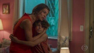 Paloma se emociona com surpresa de seus filhos - Todos estranham o comportamento de Paloma