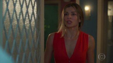 Paloma tenta evitar conversar com Marcos - Marcos é hostilizado pelos filhos de Paloma