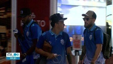 CSA desembarcou em Maceió depois de perder para a Chapecoense - Azulão foi rebaixado para a Série B.