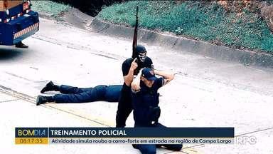 Treinamento policial simula roubo a carro-forte em estrada na região de Campo Largo - Foram pelo menos vinte minutos de ação, para preparar policiais para o combate a esse tipo de roubo.
