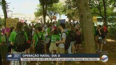 Estudantes de São Carlos arrecadam alimentos e produtos de higiene em 17 bairros - Praça da Rodoviária é o ponto de encontro dos voluntários.