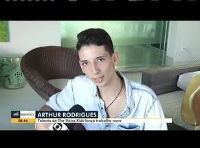Talento do The Voice Kids lança música nova no Bom dia Sábado - Arthur Rodrigues canta vários sucessos, inclusive uma música de sua própria autoria.