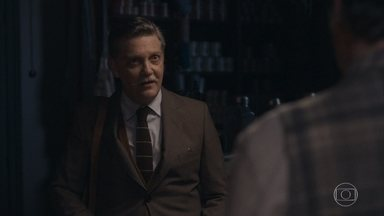 Afonso diz para Virgulino que procura manter viva a esperança de rever Inês - Ele fala para o amigo que este será o dia mais feliz de sua vida