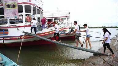 Expedição científica estuda as condições do Rio São Francisco - Pesquisadores de universidades federais coletam água, peixes e materiais orgânicos do rio.
