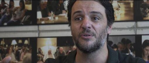 """'Barril de pólvora com pavio aceso', diz Rodrigo Lombardi sobre longa 'Carcereiros' - """"Carcereiros – O filme"""" chega aos cinemas e mostra a difícil rotina dos agentes penitenciários brasileiros."""