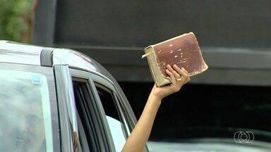 Dia da Bíblia é comemorado em Goiânia - Religiosos fazem carreata em celebração da data.