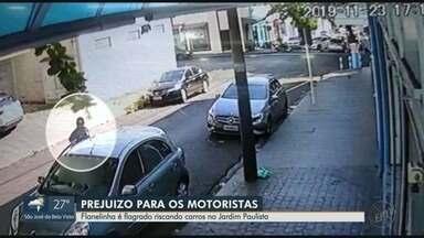 Flanelinha é flagrado riscando carros no Jardim Paulista em Ribeirão Preto - Câmera de segurança flagrou homem danificando lataria dos veículos.