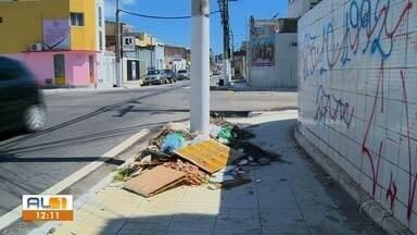 Imóveis com calçadas irregulares são notificados em Maceió - Prefeitura diz que quase 400 imóveis estão com problemas como desnível ou obstruídos.