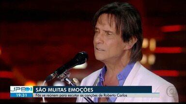 JPB2JP: Fãs reúnem-se para escutar as canções de Roberto Carlos - São muitas emoções!