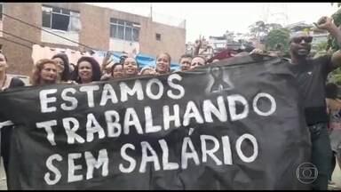 Médicos e enfermeiros sem salários paralisam atendimento da rede municipal no Rio - Médicos, enfermeiros e técnicos de saúde, contratados por Organizações Sociais, denunciam as más condições de trabalho, a falta de remédios e os atrasos nos salários.
