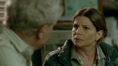 Lúcia exige que Jaci denuncie Paulo para a secretaria de educação - Ela conta que o professor seduziu seu filho Marcelo. Sônia é obrigada a levar os filhos para o trabalho