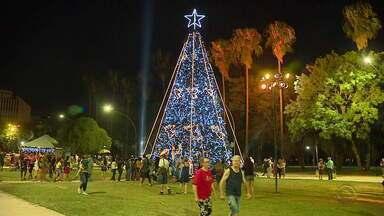 Parque da Redenção recebe ações e decorações de Natal pela primeira vez - O chafariz do parque também foi revitalizado.
