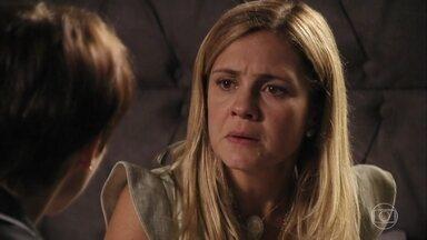 Nina diz que vai ajudar Carminha a encontrar Rita - Nina tenta dar conselhos para Carminha