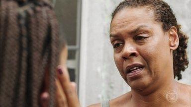 Jaqueline visita Lúcia - Jaqueline está decidida a investigar a morte do filho de Lúcia