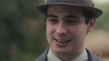 Carlos e Inês se emocionam ao se reencontrarem - Carlos mal acredita que está vendo Inês novamente