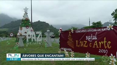 Moradores de Angra dos Reis montam árvores de natal com material reciclável - População se uniu para decorar a entrada dos bairros que passam pela Rodovia Rio-Santos.