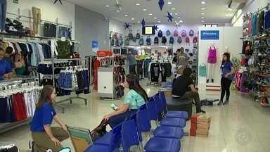 Comércio de Itapetininga funciona em horário especial para vendas de Natal - O comércio de Itapetininga (SP) está funcionando em horário especial para vendas de Natal.
