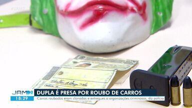Dupla é presa com carro roubado, armas de fogo e documento falso, em Manaus - Segundo polícia, eles são suspeitos de integrarem quadrilha especializada em roubo de veículos.
